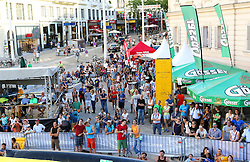 31.07.2015, Mariahilfer Straße, Wien, AUT, ISFC, Free Solo Masters MAHÜ, Vorqualifikation, im Bild die Zuschauer // during the prequalification of the ISFC Free Solo Masters MAHÜ at the Mariahilfer Straße in Vienna, Austria on 2015/07/31. EXPA Pictures © 2015, PhotoCredit: EXPA/ Sebastian Pucher