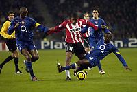 Fotball<br /> Foto: SBI/Digitalsport<br /> NORWAY ONLY<br /> <br /> UEFA Champions league.<br /> PSV Eindhoven v Arsenal<br /> 24/11/2004.<br /> <br /> Lauren puts in a tackle on Jefferson Farfan