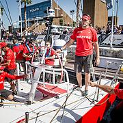 MAPFRE docking out for the practice race. El MAPFRE soltando amarras para disputar la practice race.