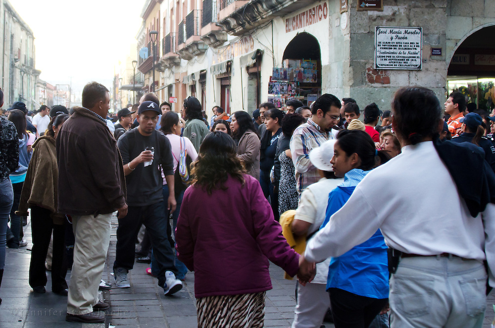 Long lines of people queuing up to see the exhibits on Noche de Rabanos, Oaxaca, Mexico.