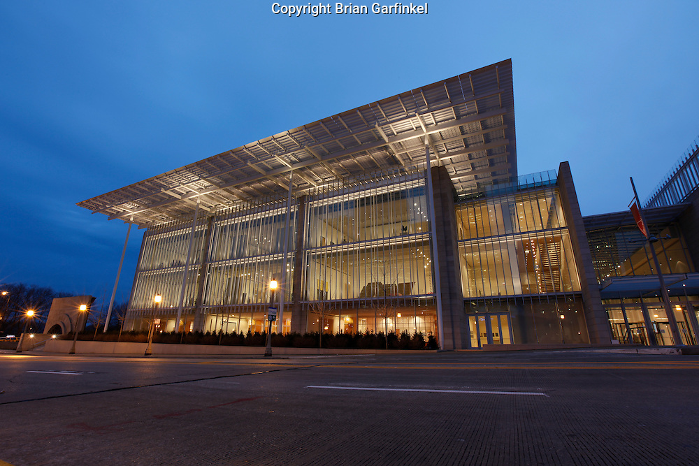 The Modern Wing of the Chicago Art Institute in Mellinium Park at night.