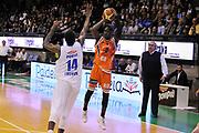 DESCRIZIONE : Treviso Lega due 2015-16  Universo Treviso De Longhi - Aurora Basket Jesi<br /> GIOCATORE : ousmane gueye<br /> CATEGORIA : Tiro Tre Punti<br /> SQUADRA : Universo Treviso De Longhi - Aurora Basket Jesi<br /> EVENTO : Campionato Lega A 2015-2016 <br /> GARA : Universo Treviso De Longhi - Aurora Basket Jesi<br /> DATA : 31/10/2015<br /> SPORT : Pallacanestro <br /> AUTORE : Agenzia Ciamillo-Castoria/M.Gregolin<br /> Galleria : Lega Basket A 2015-2016  <br /> Fotonotizia :  Treviso Lega due 2015-16  Universo Treviso De Longhi - Aurora Basket Jesi