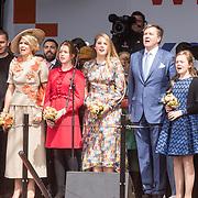 NLD/Amersfoort/20190427 - Koningsdag Amersfoort 2019, Koning Willem Alexander met Koningin Maxima en de prinsessen Alexia, Ariane en Amalia