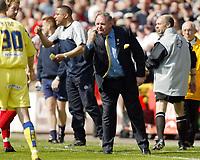 Photo: Chris Ratcliffe.<br />Leyton Orient v Peterborough United. Coca Cola League 2. 29/04/2006.<br />Barry Fry urges on his Peterborough team after Paul Connor is sent off
