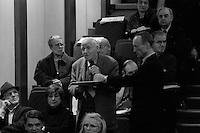 Bertrand  Delanoë (maire de Paris de 2001 à 2014) -avec Jacques Bravo - donne un compte-rendu de son mandat, Paris 9ème / 2004.