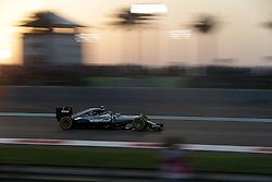 Rennen des Grand Prix von Abu Dhabi auf dem Yas Marina Circuit / 271116<br /> <br /> ***Abu Dhabi Formula One Grand Prix on November 27th, 2016 in Abu Dhabi, United Arab Emirates - Racing Day *** 2016 FORMULA 1 ETIHAD AIRWAYS ABU DHABI GRAND PRIX,  24.11. - 27.11.2016 <br /> Nico Rosberg (GER#6), Mercedes AMG Petronas Formula One Team
