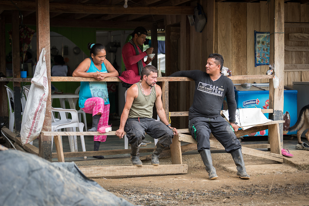 16 November 2018, San José de León, Mutatá, Antioquia, Colombia: Community members chat by the comminuty's small restaurant. Following the 2016 peace treaty between FARC and the Colombian government, a group of ex-combatant families have purchased and now cultivate 36 hectares of land in the territory of San José de León, municipality of Mutatá in Antioquia, Colombia. A group of 27 families first purchased the lot of land in San José de León, moving in from nearby Córdoba to settle alongside the 50-or-so families of farmers already living in the area. Today, 50 ex-combatant families live in the emerging community, which hosts a small restaurant, various committees for community organization and development, and which cultivates the land through agriculture, poultry and fish farming. Though the community has come a long way, many challenges remain on the way towards peace and reconciliation. The two-year-old community, which does not yet have a name of its own, is located in the territory of San José de León in Urabá, northwest Colombia, a strategically important corridor for trade into Central America, with resulting drug trafficking and arms trade still keeping armed groups active in the area. Many ex-combatants face trauma and insecurity, and a lack of fulfilment by the Colombian government in transition of land ownership to FARC members makes the situation delicate. Through the project De la Guerra a la Paz ('From War to Peace'), the Evangelical Lutheran Church of Colombia accompanies three communities in the Antioquia region, offering support both to ex-combatants and to the communities they now live alongside, as they reintegrate into society. Supporting a total of more than 300 families, the project seeks to alleviate the risk of re-victimization, or relapse into violent conflict.