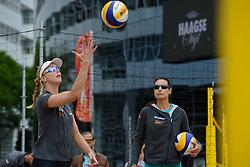20150618 NED: WK Beach volleybal training op het Spui, Den Haag<br /> De Nederlandse beachers hebben vandaag hun tweede training gehad op de WK trainingsvelden. Op het Spuiplein werden de velden druk bezocht / Madelein Meppelink, Assistent Coach vrouwen Angie Akers