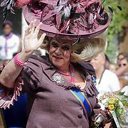 NLD/Amsterdam/20120804 - Canalparade tijdens de Gaypride 2012, namaak Koningin Beatrix, Edwin van Kollenburg