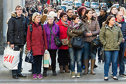 © Licensed to London News Pictures. 20/12/2014. London, UK. Christmas shoppers on London's Regent Street on the last saturday before Christmas. Photo credit : Richard Isaac/LNP