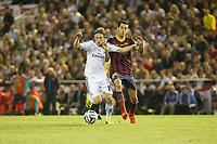 Real Madrid´s Luka Modric (L) and F.C. Barcelona´s Sergio Busquets during the Spanish Copa del Rey `King´s Cup´ final soccer match between Real Madrid and F.C. Barcelona at Mestalla stadium, in Valencia, Spain. April 16, 2014. (ALTERPHOTOS/Victor Blanco)
