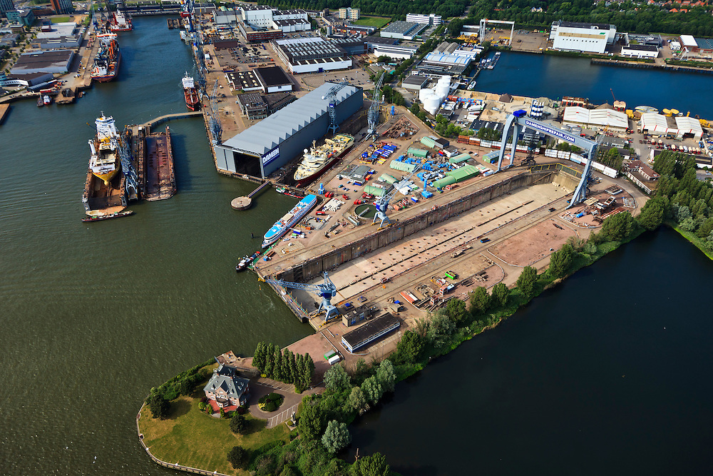 Nederland, Zuid-Holland, Schiedam, 23-05-2011; Damen Shiprepair Rotterdam, leeg droogdok. Empty dry dock.luchtfoto (toeslag), aerial photo (additional fee required).copyright foto/photo Siebe Swart