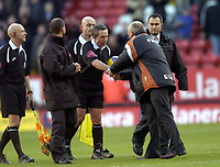 Photo: Olly Greenwood.<br />Charlton Athletic v Everton. The Barclays Premiership. 25/11/2006. Charlton manager Les Reed shakes hands with referee Mr Alan Wiley after his first home game as manager