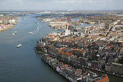 Nederland, Zuid-Holland, Dordrecht, 04-03-2008; Oude Maas overgaand in de Beneden Merwede, rechts de binnenstad; stedelijkijheid, verstedelijking,. .luchtfoto (toeslag); aerial photo (additional fee required); .foto Siebe Swart / photo Siebe Swart