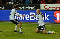 Fotball Tippeligaen Rosenborg - Viking<br /> 29 mars 2014<br /> Lerkendal Stadion, Trondheim<br /> <br /> <br /> Mikael Dorsin har scoret 2-0 for Rosenborg og jubler knestående. Mikkel Mix Diskerud (V) kommer for å gratulere<br /> <br /> <br /> Foto : Arve Johnsen, Digitalsport