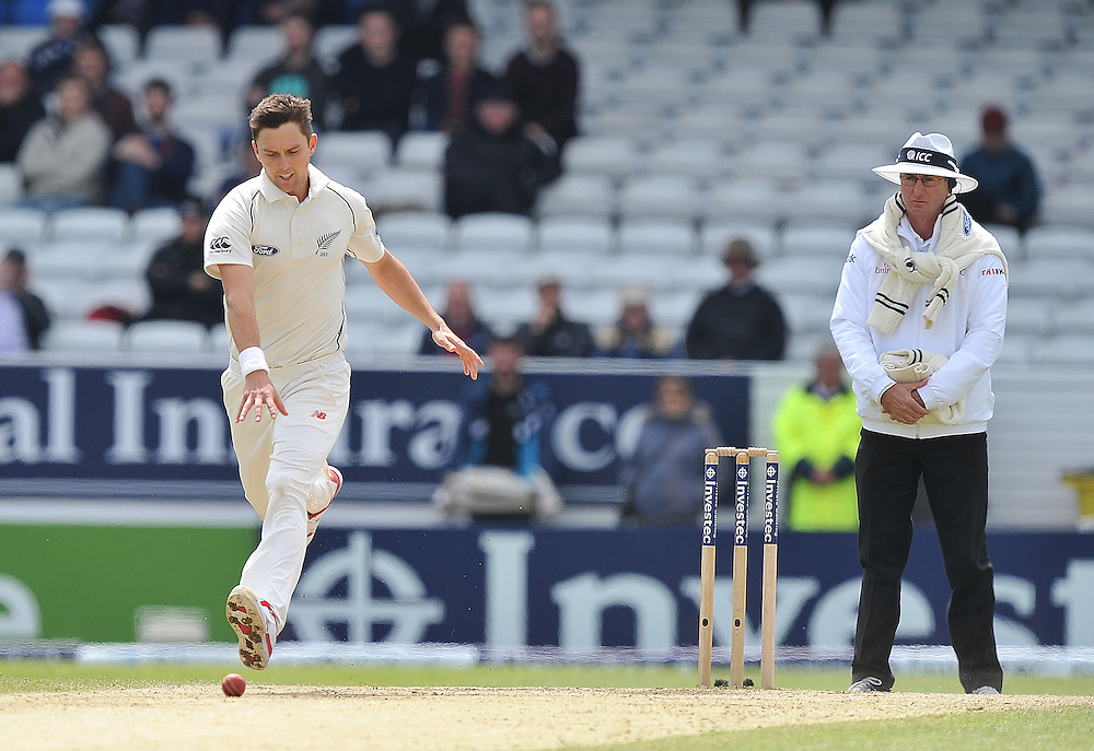 New Zealand's Trent Boult drops the ball on his delivery<br /> <br /> Photographer Dave Howarth/CameraSport<br /> <br /> International Cricket - 2nd Investec Test Match - England v New Zealand - Day 5 - Tuesday 2nd June 2015 - Headingley Cricket Ground, Leeds<br /> <br /> © CameraSport - 43 Linden Ave. Countesthorpe. Leicester. England. LE8 5PG - Tel: +44 (0) 116 277 4147 - admin@camerasport.com - www.camerasport.com