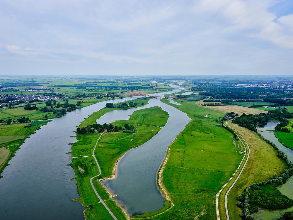 Nederland, Overijssel, Gemeente Zwolle, 21–06-2020; Scheller en Oldeneler Buitenwaarden. In het kader van het programma Ruimte voor de Rivier zijn er in de uiterwaarden een aantal geulen aangelegd. Door de vergraving zal de rivier in de toekomst vrijer kunnen stromen.<br /> Floodplains south of Zwolle, flood channels have been excavated in the floodsplain, allowing for the river the flow more freely.<br /> <br /> luchtfoto (toeslag op standaard tarieven);<br /> aerial photo (additional fee required)<br /> copyright © 2020 foto/photo Siebe Swart