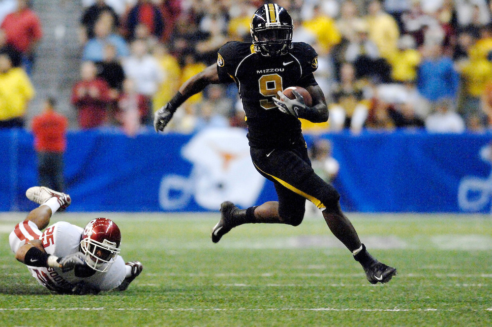 Missouri's Jeremy Maclin gains a first down on a passing play in the second halfagainst Oklahoma in the Big 12 Championship game Saturday Dec. 1, 2007 at the Alamodome in San Antonio, Texas.
