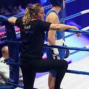 NLD/Amsterdam/20181031 - Boxingstars 2018, 1e aflevering, Kaj van der Voort in gesprek met zijn trainer Esther Schouten