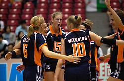 18-06-2000 JAP: OKT Volleybal 2000, Tokyo<br /> Nederland - China 3-0 / Marrit Leenstra, Ingrid Visser