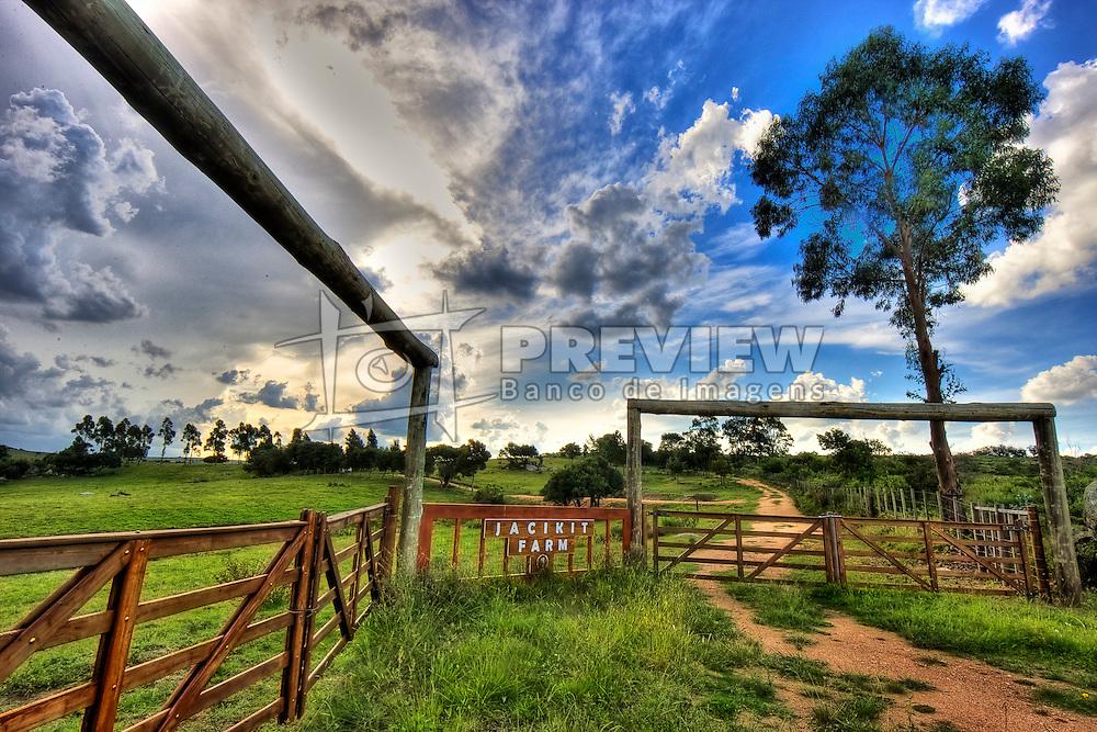 Jacikit Farm é uma daquelas fazendas lindas, iguais as que aparecem em filmes. Localizada na Ruta 39, uma das principais vias de acesso ao Urguai sua porteira chama a atenção do viajantes que passam por ali. FOTO: Jefferson Bernardes/Preview.com