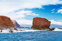 Pu'u Pehe aka Sweetheart Rock, Hulopoe Bay, South Lāna'i, Lāna'i aka Pineapple Island because of its past as an island-wide pineapple plantation of Dole, the sixth-largest island of the Hawaiian Islands, Hawaii, USA, Pacific Ocean