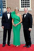 Aankomst van de koninklijke gasten op Paleis Het Loo voor het Diner.<br /> <br /> Arrival of the royal guests at Het Loo Palace for Dinner.<br /> <br /> Op de foto / On the photo: <br />  Koning Willem-Alexander, koningin Maxima en prins Albert II van Monaco ///  King Willem-Alexander, Queen Maxima and Prince Albert II of Monaco