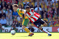 Photo: Ashley Pickering.<br /> Norwich City v Southampton. Coca Cola Championship. 28/04/2007.<br /> Leon Best of Southampton (R) tries to win the ball from Adam Drury