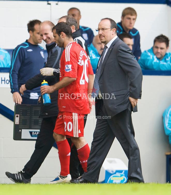 WEST BROMWICH, ENGLAND - Sunday, May 17, 2009: Liverpool's manager Rafael Benitez and injured Javier Mascherano during the Premiership match at the Hawthorns. (Photo by David Rawcliffe/Propaganda)