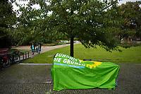 Teltow, 10.09.2021: Ein wegen Regens abgedeckter Wahlkampfstand bei einer Wahlkampfveranstaltung von BÜNDNIS 90/DIE GRÜNEN mit der Grünen-Kanzlerkandidatin Annalena Baerbock.