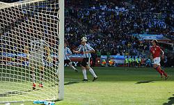 17.06.2010, Soccer City Stadium, Johannesburg, RSA, FIFA WM 2010, Argentinien vs Südkorea im Bild Gonzalo Higuain erzielt sein drittes Tor in diesem Spiel, EXPA Pictures © 2010, PhotoCredit: EXPA/ IPS/ Mark Atkins / SPORTIDA PHOTO AGENCY