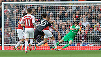 Football - 2018 / 2019 Premier League - Arsenal vs. Everton<br /> <br /> Richarlison (Everton FC ) shoots from the edge of the box forcing Petr Cech (Arsenal FC) to parry the drive at The Emirates.<br /> <br /> COLORSPORT/DANIEL BEARHAM