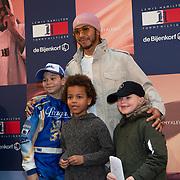 NLD/Amsterdam/20200229 - Lewis Hamilton lanceert de kledinglijn TommyXLewis, Lewis Hamilton en fan's