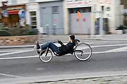 Cycliste sur un vélo couché, quai de Valmy, Paris, paris-Ile-de-France, France.<br /> A rider on a recumbent bicycle, town of Paris, Paris-Ile-de-France region, France.