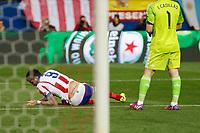 Atletico de Madrid's Mandzukic gets injured during quarterfinal first leg Champions League soccer match at Vicente Calderon stadium in Madrid, Spain. April 14, 2015. (ALTERPHOTOS/Victor Blanco)