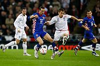Photo: Richard Lane/Sportsbeat Images.<br />England v Croatia. UEFA European Championships Qualifying. 21/11/2007. <br />England's Joe Cole is challenged by Croatia's Darijo Srna.