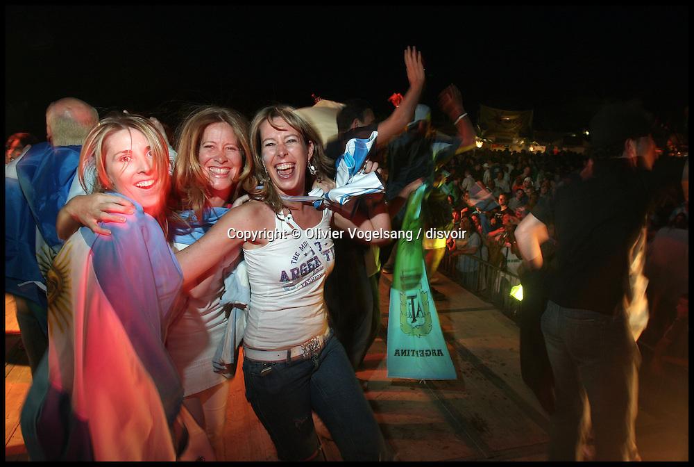 Suisse. Genève. Maracana festival. Plaine de Plainpalais. La coupe du monde de football sur Ecran Géant, musique, animations et restauration du 8 juin au 9 juillet 2006.