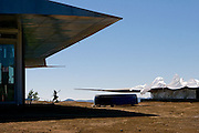 Pics chronicling the construction of the 747 Wing House