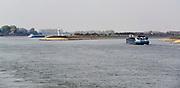 Nederland, Nijmegen,  21-10-2018Een binnenvaartschip vaart met containers die in nederland, rotterdam, op de Maasvlakte geladen zijn richting Ruhrgebied. Het schip kan slechts 20% van haar capaciteit benutten vanwege het lage water in de rijn. Laagterecord verbroken bij Lobith. De splitsing van de Rijn bij Pannerden in het Pannerdensch kanaal, wat uitkomt in de Nederrijn en de IJssel . Tweederde water naar de Waal, eenderde naar de aftakking.Foto: Flip Franssen