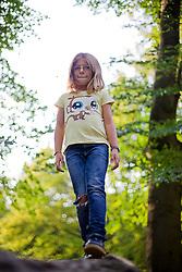 24.09.2011, Graz, AUT, Feature, im Bild ein jugendliches Mädchen mit Jeans und T-Shirt im Park, EXPA Pictures © 2012, PhotoCredit: EXPA/ Erwin Scheriau