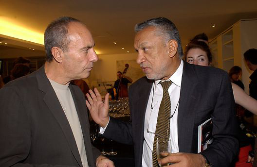 Dennis Hotz and Gulu Lalvani, Art Review/ Chaplins Milan event, 118-120 Brompton Rd. London. 7 May 2003. © Copyright Photograph by Dafydd Jones 66 Stockwell Park Rd. London SW9 0DA Tel 020 7733 0108 www.dafjones.com