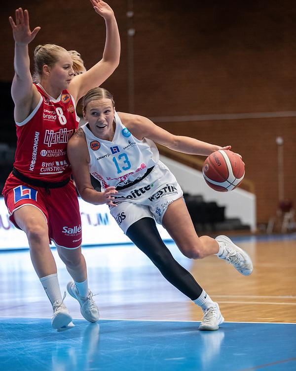 ÖSTERSUND 20210925<br /> Östersunds Elsa Paulsson Glantz  under fredagens match i Basketligan mellan Östersund Basket och Uppsala Basket i Östersunds Sporthall<br /> <br /> Foto: Per Danielsson/Projekt.P