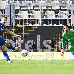 27.06.2020, xmeix, 1.Fussball Bundesliga, Borussia Dortmund - TSG 1899 Hoffenheim, empor. v.l.n.r, <br /> das 0:4 für Hoffenheim durch Andrej Kramaric (TSG 1899 Hoffenheim)<br /> <br /> <br /> <br /> Foto: Sascha Meiser/APF/Pool/PIX-Sportfotos<br /> <br /> Nur für journalistische Zwecke!<br /> Only for editorial use!<br /> Nutzungsbedingungen: http://poolbilder.de/nutzungsvereinbarung.pdf<br /> <br /> Foto © PIX-Sportfotos *** Foto ist honorarpflichtig! *** Auf Anfrage in hoeherer Qualitaet/Aufloesung. Belegexemplar erbeten. Veroeffentlichung ausschliesslich fuer journalistisch-publizistische Zwecke. For editorial use only. DFL regulations prohibit any use of photographs as image sequences and/or quasi-video.
