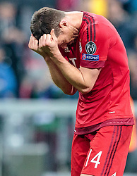 03.05.2016, Allianz Arena, Muenchen, GER, UEFA CL, FC Bayern Muenchen vs Atletico Madrid, Halbfinale, Rueckspiel, im Bild enttäuscht Xabi Alonso (FC Bayern Muenchen) // dejected Xabi Alonso (FC Bayern Muenchen) during the UEFA Champions League semi Final, 2nd Leg match between FC Bayern Munich and Atletico Madrid at the Allianz Arena in Muenchen, Germany on 2016/05/03. EXPA Pictures © 2016, PhotoCredit: EXPA/ JFK