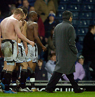 Fotball<br /> England 2004/2005<br /> Foto: SBI/Digitalsport<br /> NORWAY ONLY<br /> <br /> Blackburn Rovers v Chelsea, Barclays Premiership, 02/02/2005.<br /> Chelsea manager Jose Mourinho (R) leads his topless troops off after he urges all of them to throw their shirts into the crowd.