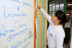Colaboradores do Citi Bank durante o Dia Global na Comunidade na escola Florinda Tubino Sampaio. FOTO: Luis Gonçalves/Preview.com