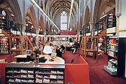 Nederland, Zutphen, 25-2-2003..een kerk in gebruik als gemeentelijke openbare bibliotheek...Foto: Flip Franssen/Hollandse Hoogte