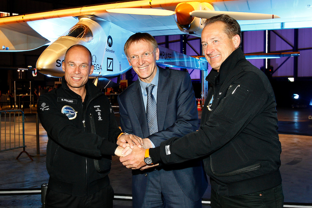 Brussels , Belgium , 25 May 2011 - Green Week 2011 - Solar Impulse, the Zero Fuel Airplane - Bertrand Piccard , Co-Founder of Solar Impulse - Janez Potocnik , Commissioner for the Environment , European Commission - Andre Borschberg , Pilot and Co-Founder of Solar Impulse © EU