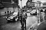 Fin de défilé pour deux sujets de la couronne britannique, Sandy Row, Belfast.