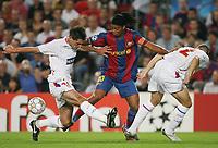 Fotball <br /> 19.09.07<br /> UEFA Champions League <br /> FC Barcelona - Olympique Lyon<br /> Foto: Witters/Digitalsport<br /> NORWAY ONLY<br /> <br /> v.l. Jeremy Toulalan , Ronaldinho , Francois Clerc Lyon